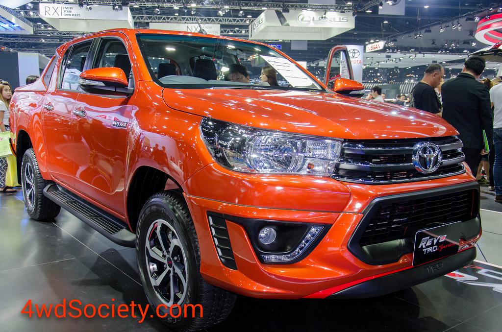 พาชม Toyota Hilux Revo TRD Sportivo แบบละเอียด ทั้งภายในและภายนอก