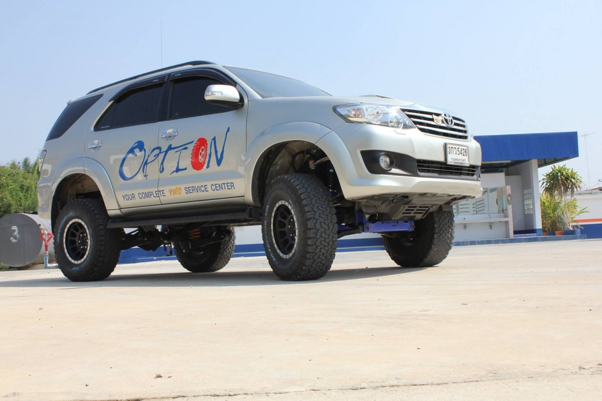 Toyota Fortuner ยกสูง 4 นิ้ว โดยสำนักแต่งรถออฟโรด Option 4WD จากกำแพงแสน