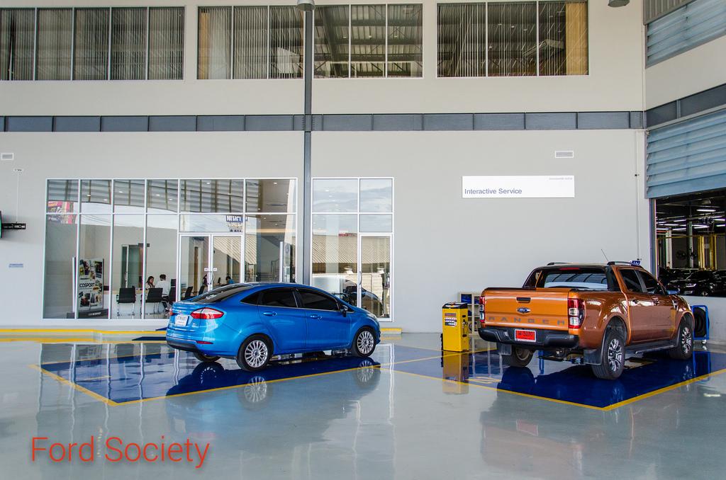 """""""ฟอร์ด บางบัวทอง"""" (TS Auto Sales) โชว์รูมและศูนย์บริการรถยนต์ฟอร์ด ในย่านบางบัวทอง"""