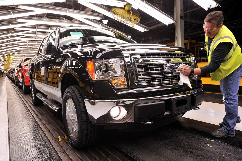 Ford USA หยุดผลิตรถกระบะฟูลไซส์ F-150 Raptor ชั่วคราว หลังจากยอดขายตกอย่างหนัก